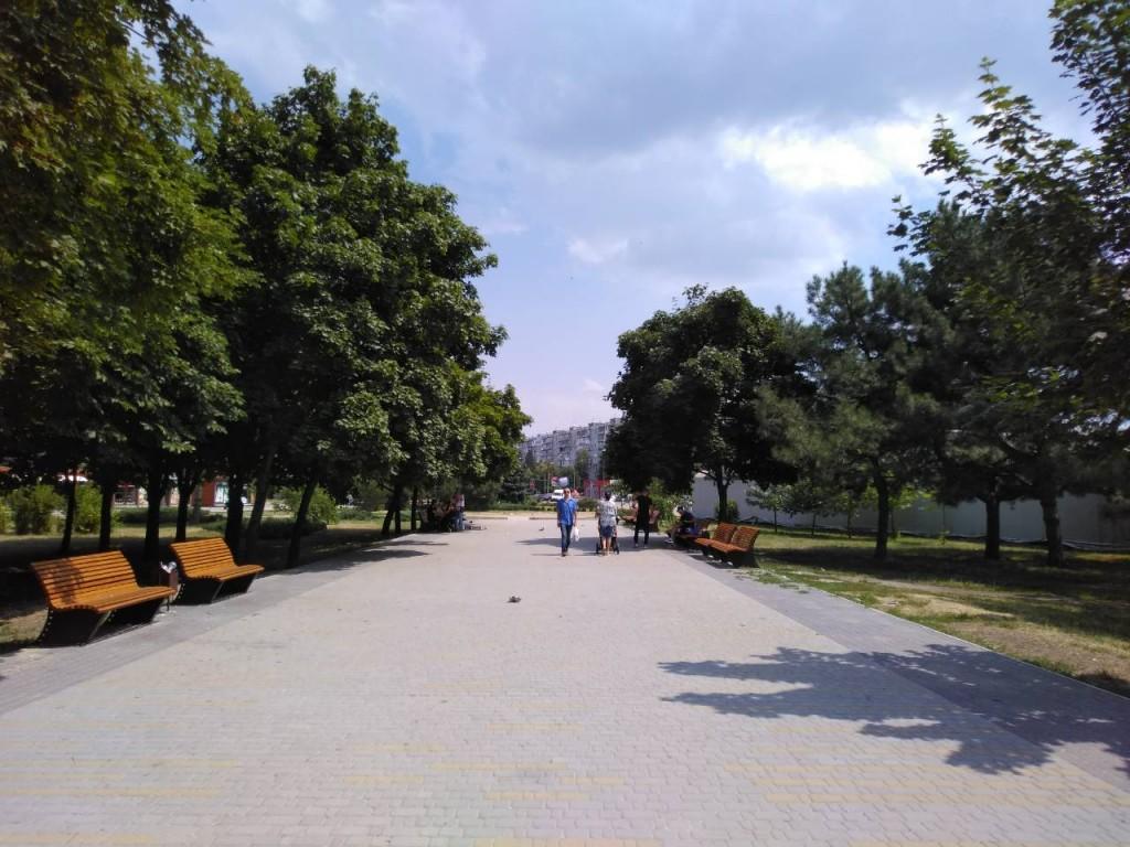 Возобновилась и остановилась: как в Запорожье проходит реконструкция парка «Юбилейный» (ФОТОРЕПОРТАЖ)