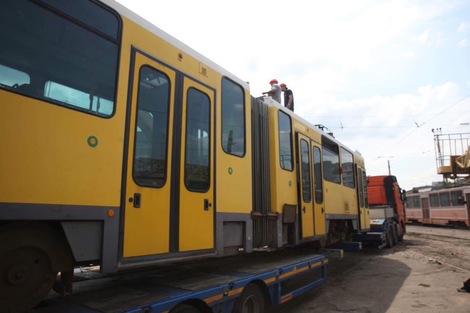 В Запорожье поступили первые три трамвая из Европы: что известно о 30-летнем секонд-хенде (ФОТО)