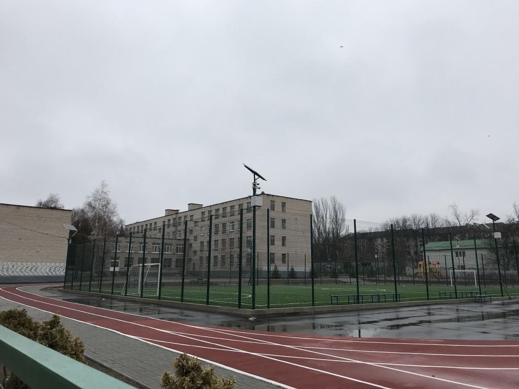 Вечная реконструкция: в Запорожье на новопостроенные школьные стадионы вновь выделят деньги (ФОТО)