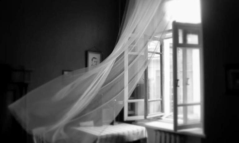 В Запорожье на Бабурке ребенок выпал из окна высотки