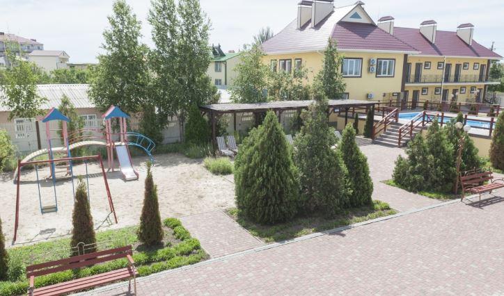 На запорожском курорте появилась база отдыха-призрак (ФОТО)