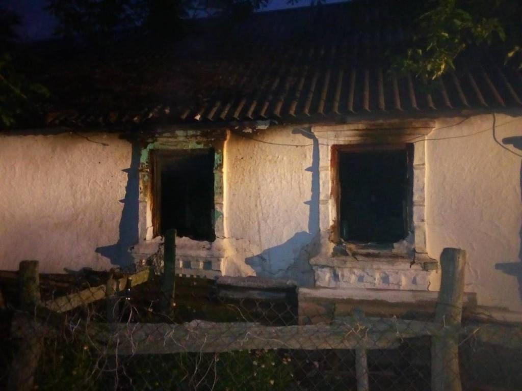В Запорожской области горел жилой дом: пострадала пожилая женщина (ФОТО)
