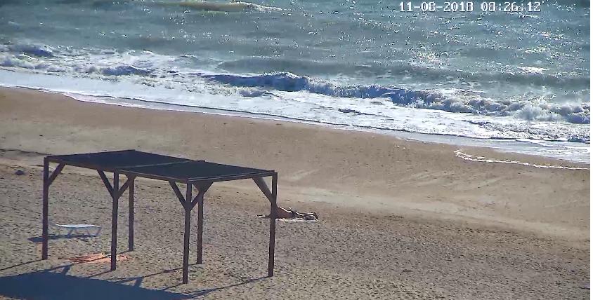 Шторм на запорожском курорте «разогнал» отдыхающих, пляжи пустые (ФОТО)