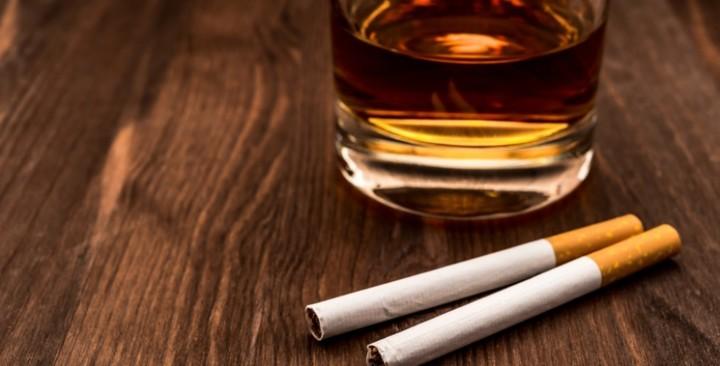 Запорожские фискалы подсчитали налоговые отчисления от продажи алкоголя и сигарет
