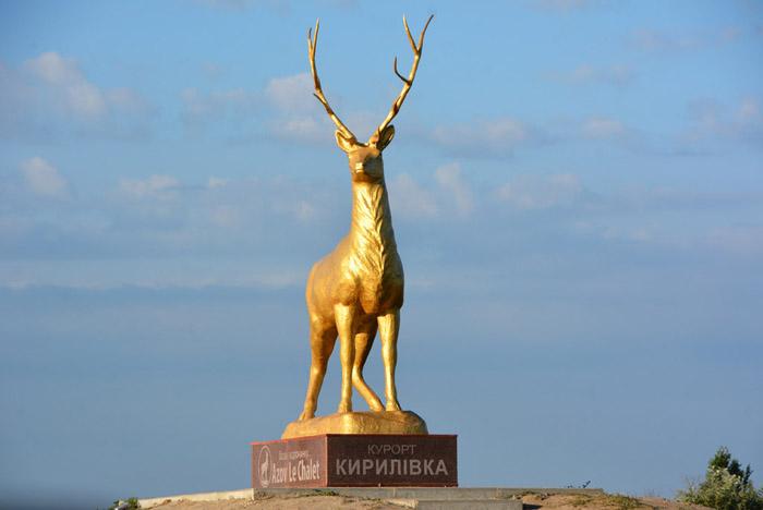 Вандалы поглумились над символом запорожского курорта (ФОТО)