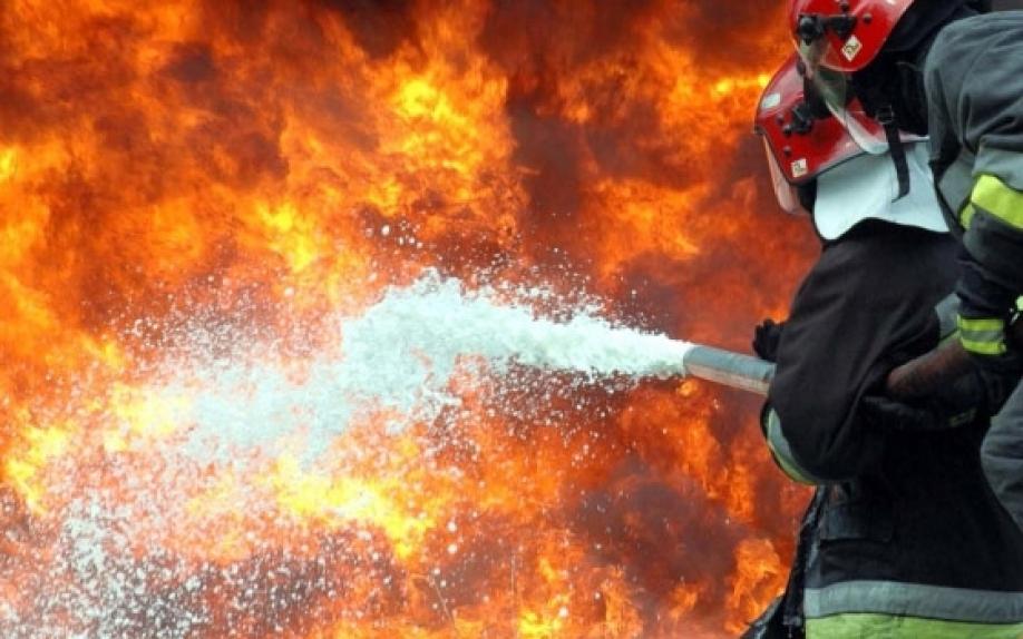 В Запорожье горела квартира в девятиэтажке: спасли маму с тремя детьми (ФОТО)