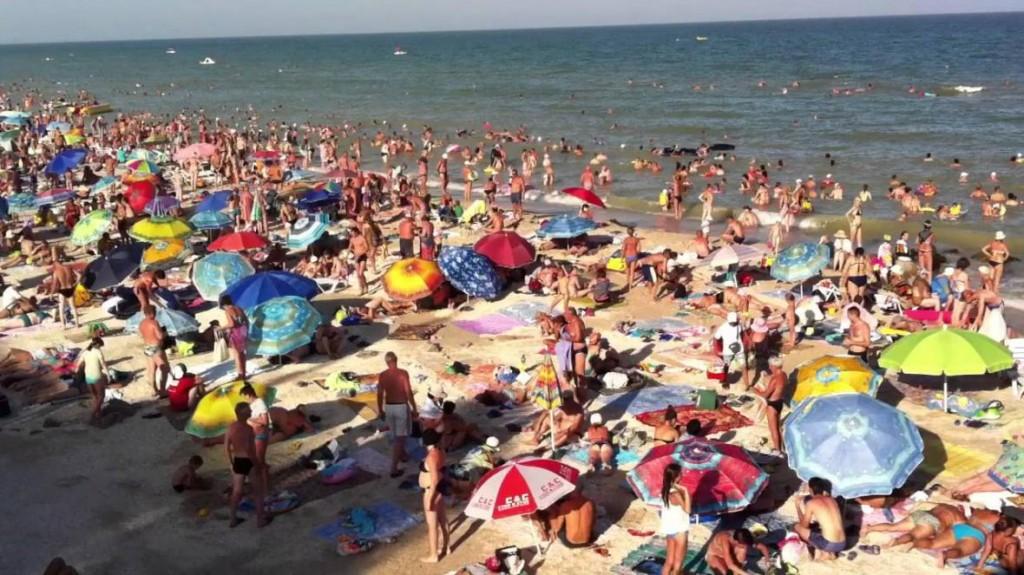 В Кирилловке нудист удивил отдыхающих на общественном пляже (ВИДЕО)