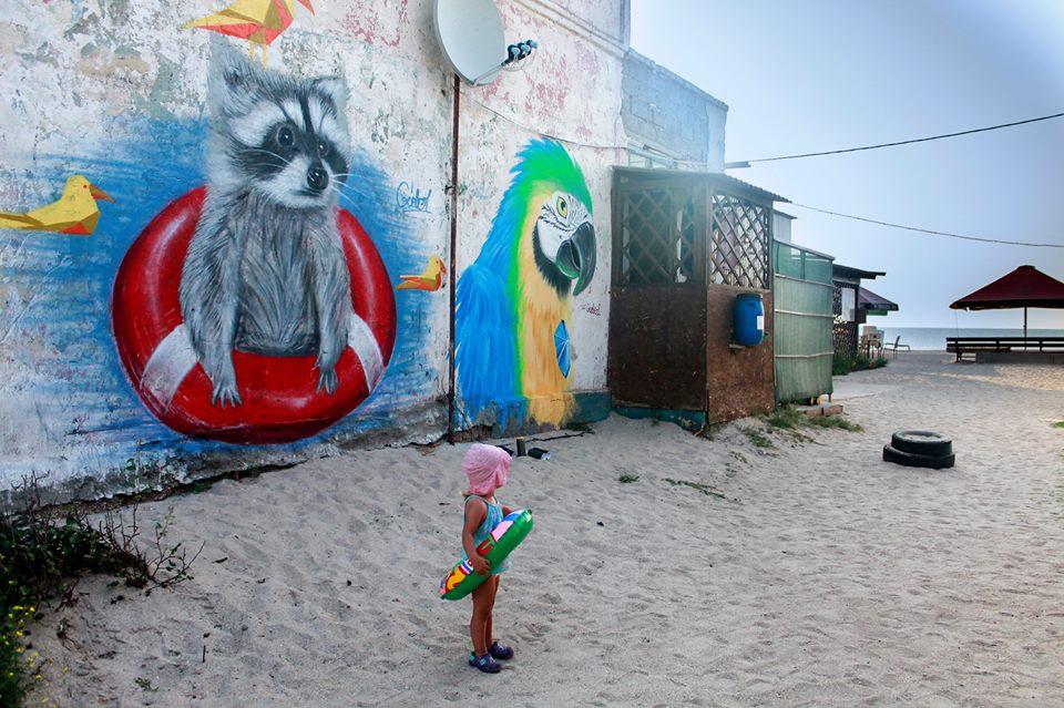 В Кирилловке киевский художник создал красочный мурал (ФОТО)