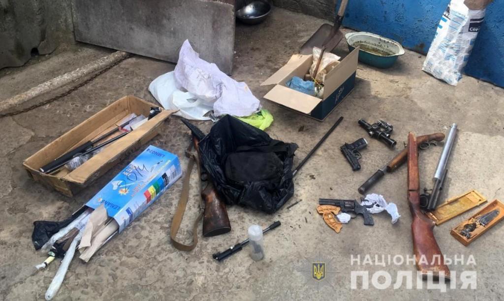 В Запорожской области полисмены обнаружили склад оружия и боеприпасов (ФОТО)