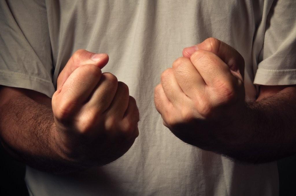 В Запорожье водитель решил проучить  пешехода, нарушившего ПДД, кулаками (ВИДЕО)