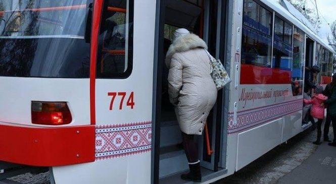 Перевозка пассажиров льготных категорий в муниципальном транспорте Запорожья: озвучены цифры