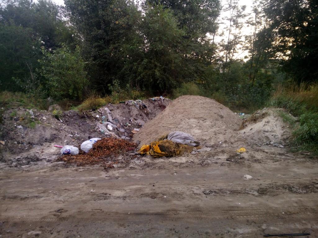 На окраине Запорожья коммунальщики частично ликвидировали стихийные свалки мусора (ФОТО)
