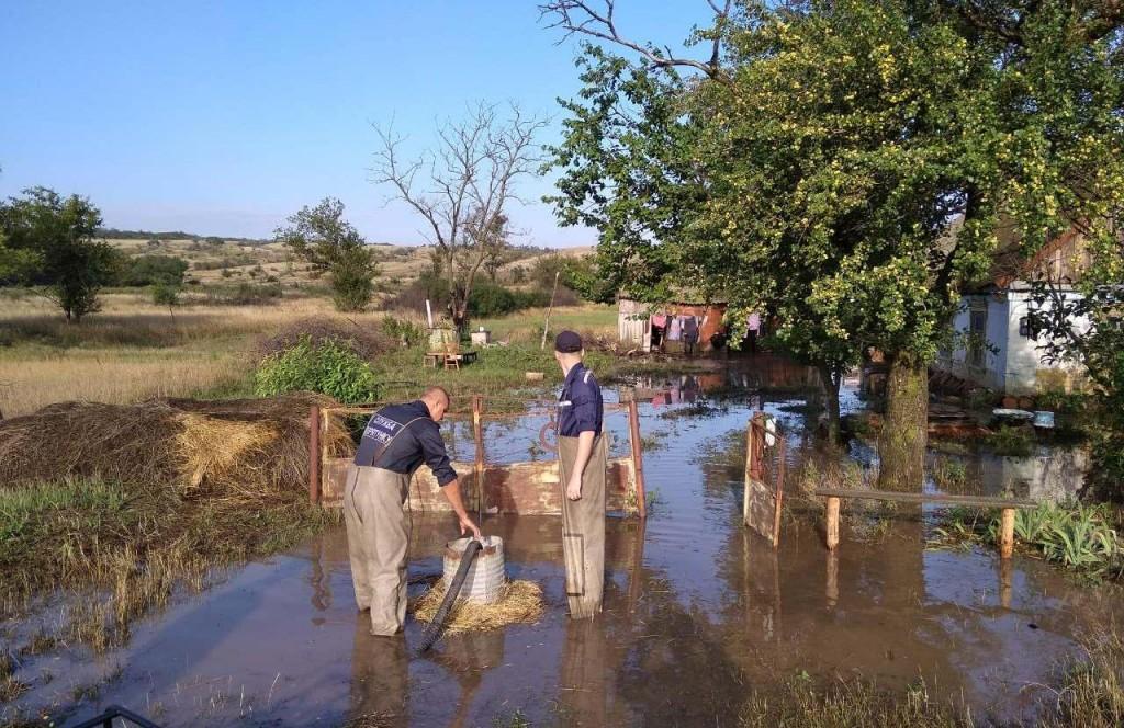 В Мелитопольском районе затопило села: на помощь прибыли спасатели (ФОТО)