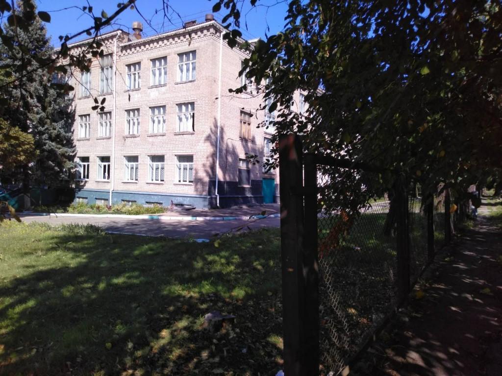 В Запорожье школа в частном секторе уже 12 лет работает без системы канализации (ФОТОРЕПОРТАЖ)