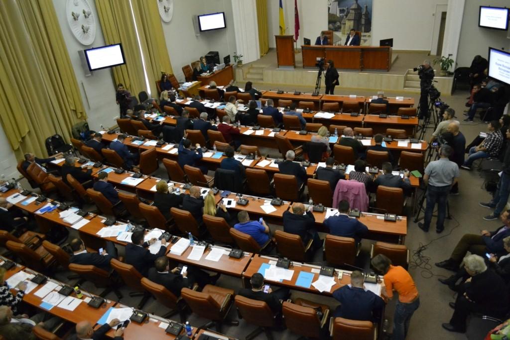 Тихо, мирно, без митингов: как проходит 32-я сессия Запорожского горсовета (ФОТОРЕПОРТАЖ)