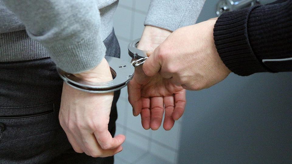 В Запорожской области полисмены задержали вымогателей, избивших парня