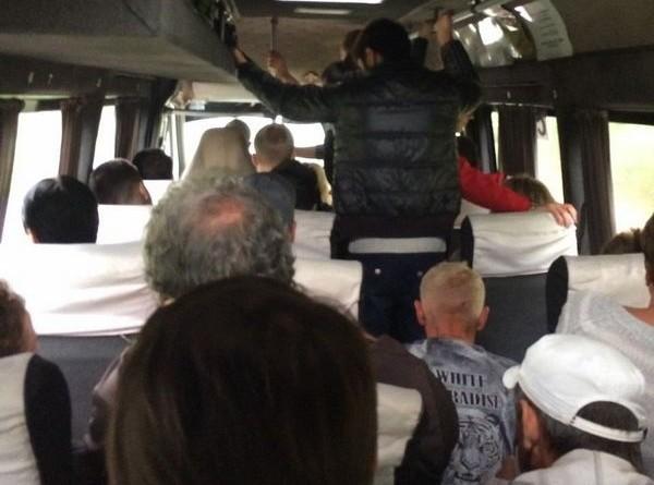 Забитые проходы, изменение маршрутов, подбор «голосующих»: работа «разрешенных нелегалов» в Запорожской области (ФОТО)