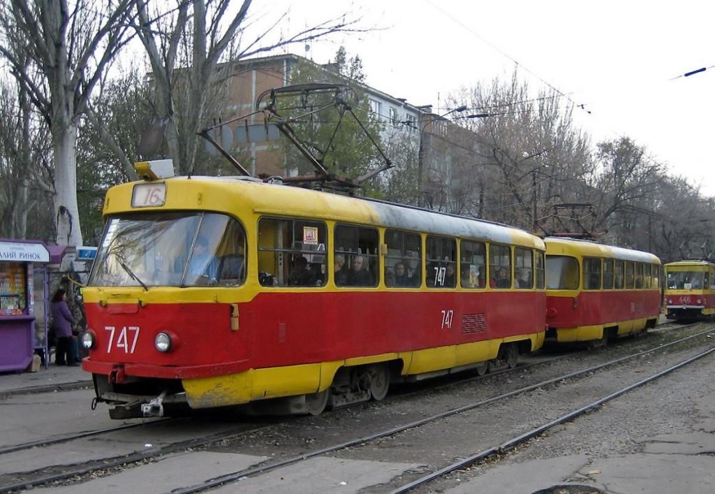 В Запорожье из-за работ по кронированию деревьев остановят трамвайный маршрут