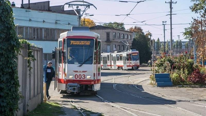 «Запорожэлектротранс» при запуске б/у трамваев выполнил часть работы за поставщика (ФОТО)