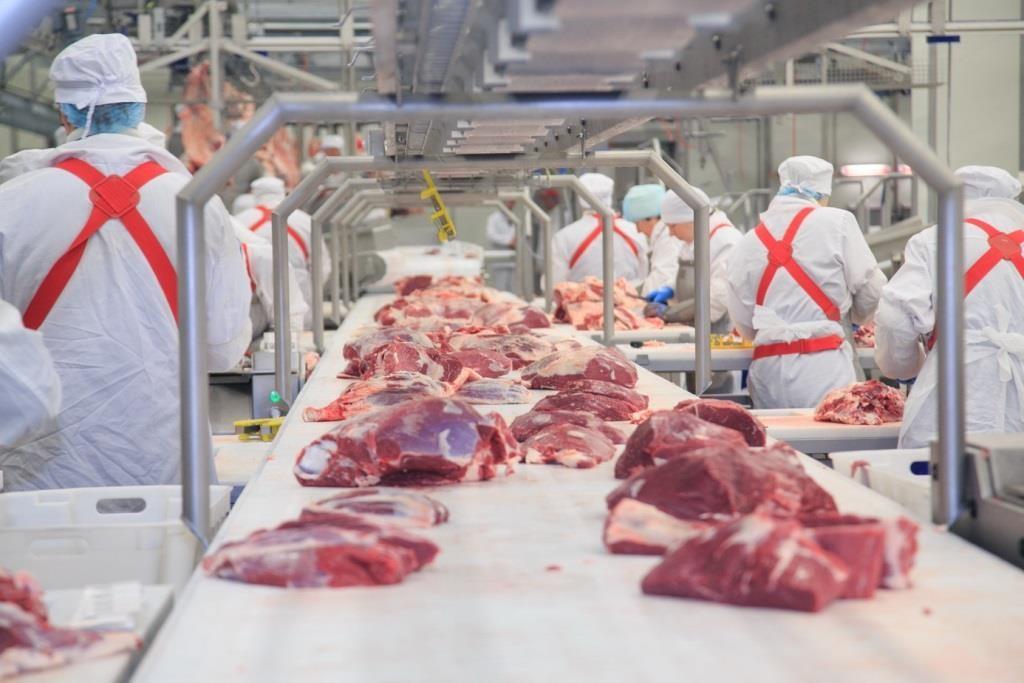 В Запорожской области на мясокомбинате произошло ЧП: умер сотрудник