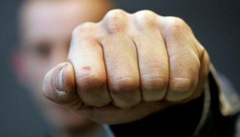 В Запорожской области охранник ночного клуба напал на молодого человека