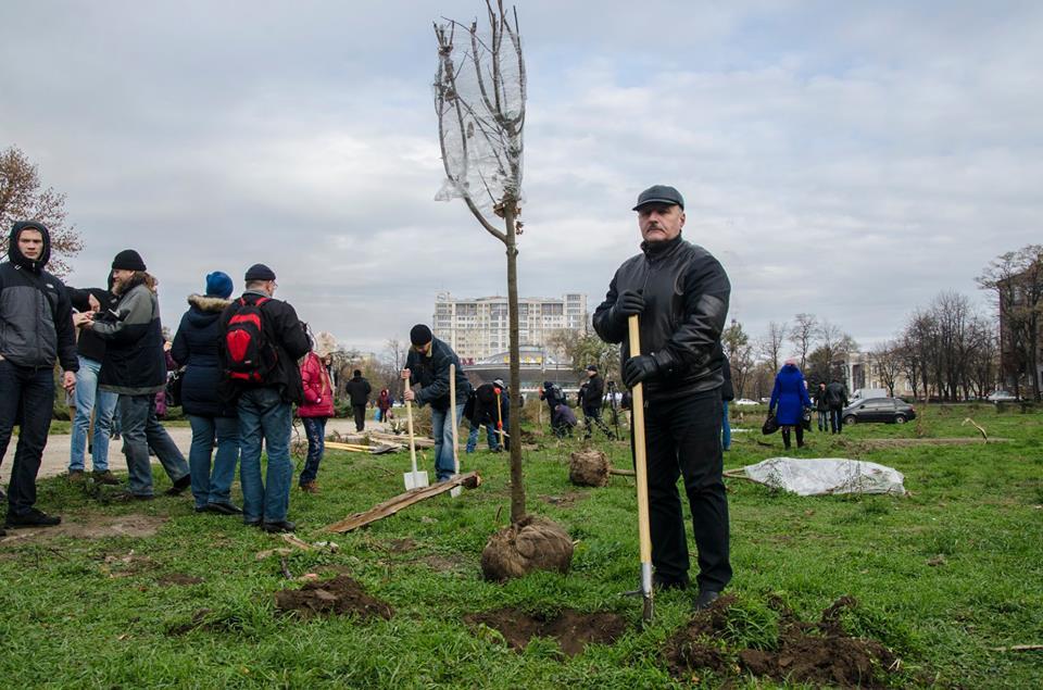 В Запорожье «реанимируют» сквер Яланского (ФОТО)