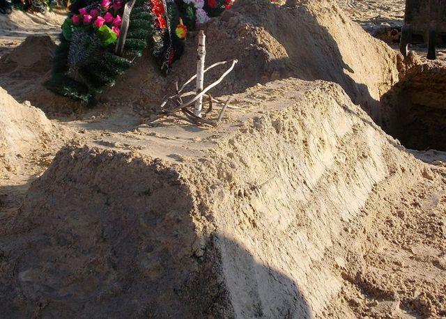 Десятки смертей девушек за его спиной: на могиле «пологовского маньяка» появилась сатанинская символика (ВИДЕО)