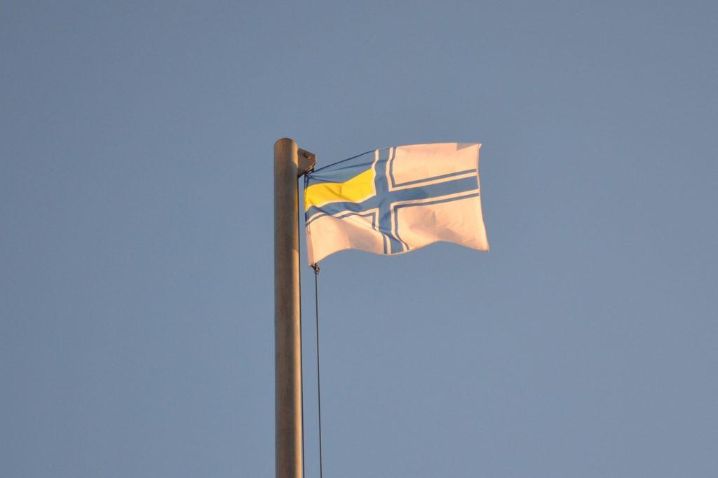 В Запорожье на Майдане Героев подняли флаг ВМС Украины (ФОТО, ВИДЕО)