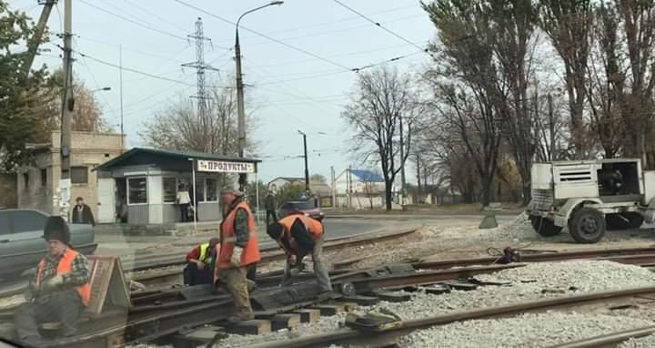 В Запорожье второй год не могут отремонтировать трамвайный переезд (ФОТО)