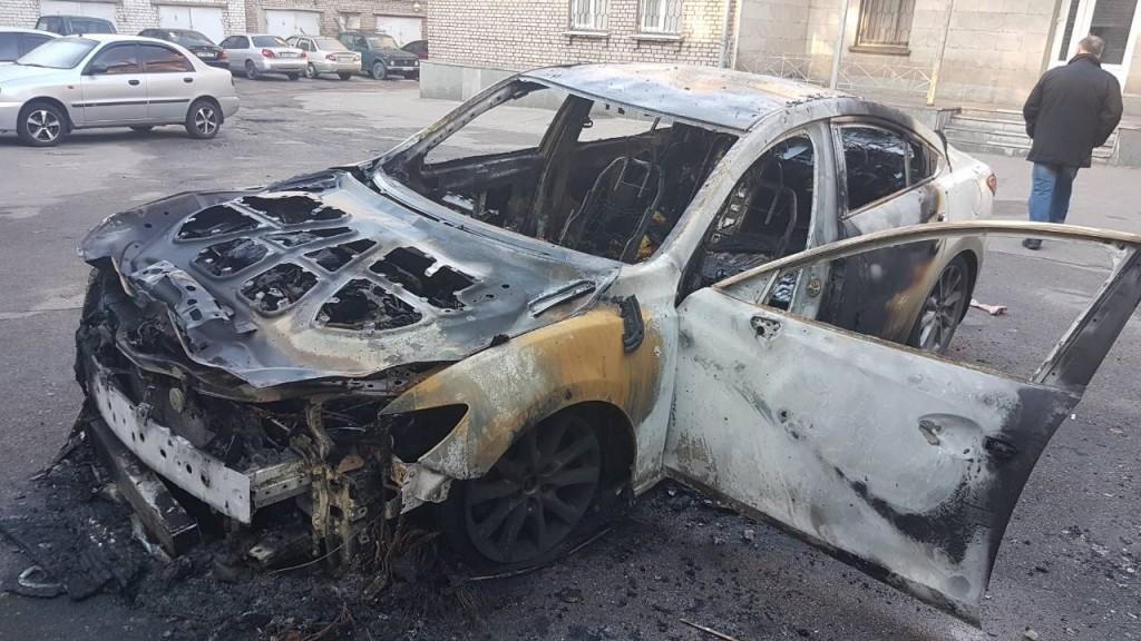 В Запорожье ночью сожгли авто директора департамента экологии: что не так с поджогом (ФОТО)