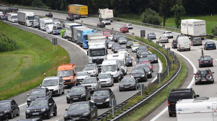 «Ограничим движение по всей стране:» в «Автоевросиле» на цифрах показали антинародность закона о «евробляхах»