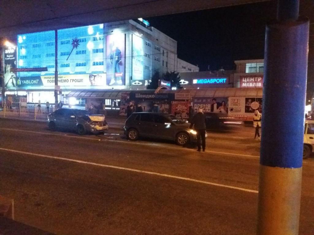В центре Запорожья столкнулись четыре легковых автомобиля (ВИДЕО, ФОТО)