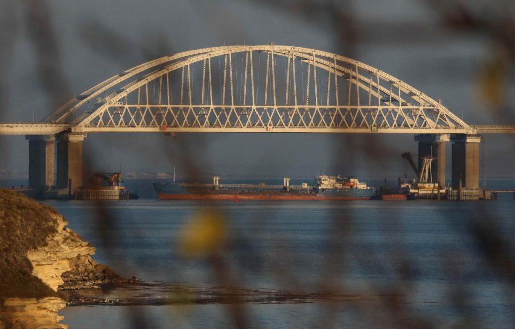 Блокада: Россия не пропускает через Керченский пролив суда под флагами ЕС и Турции (КАРТА)
