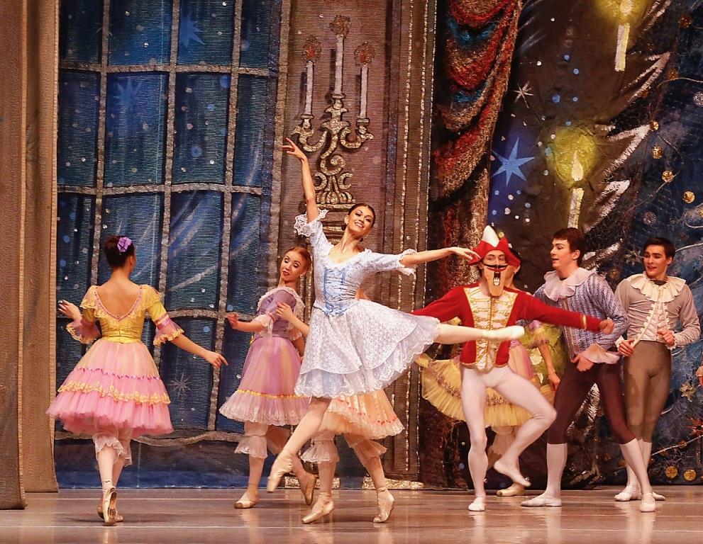 Афиша новогодних представлений для взрослых: как интересно провести праздники в Запорожье