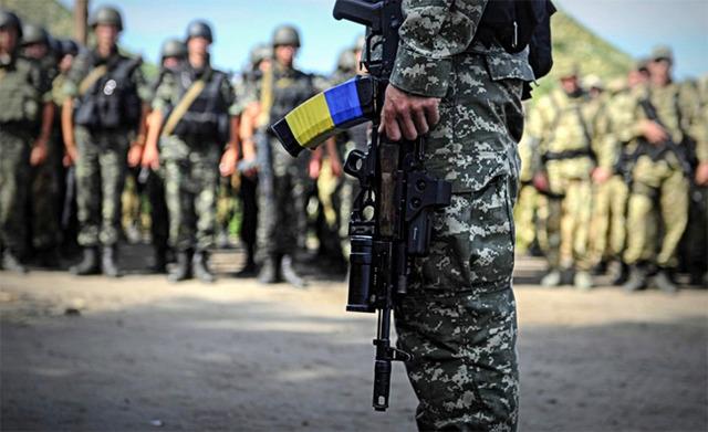 Подорвался на мине: президент посмертно наградил запорожского бойца