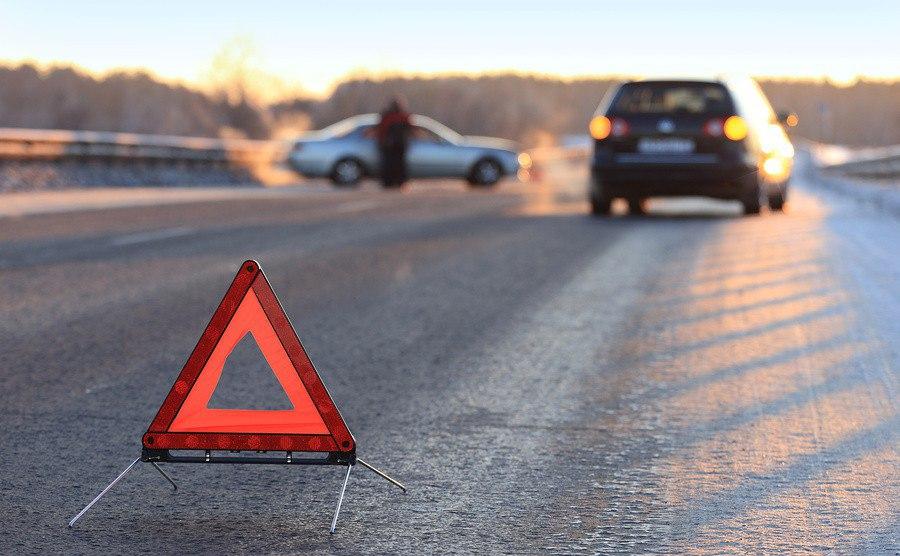 Маршрутка с пассажирами влетела в грузовик: на скользкой дороге в Запорожской области случилась авария