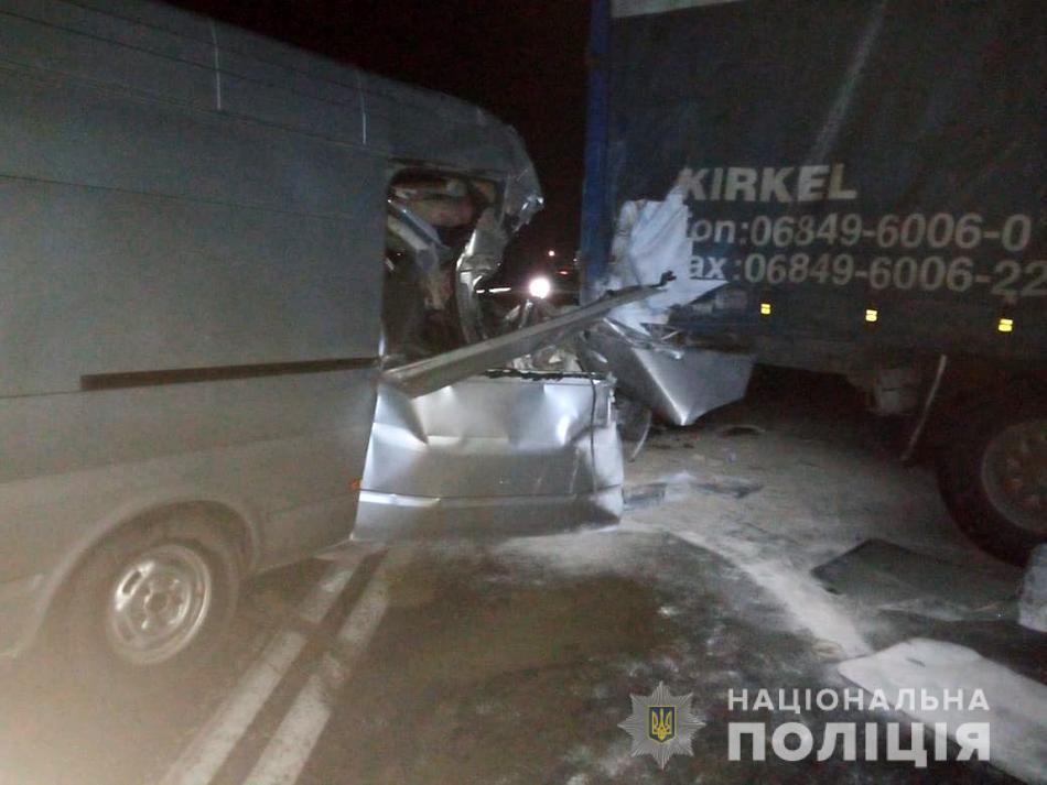 Появились подробности и фото ночной аварии на запорожской трассе