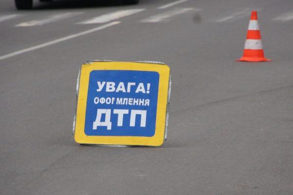 В Запорожье пьяная женщина на авто сбила троих мужчин