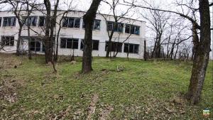 В Запорожской области экстремалы пробрались на территорию заброшенного детского лагеря (ВИДЕО)