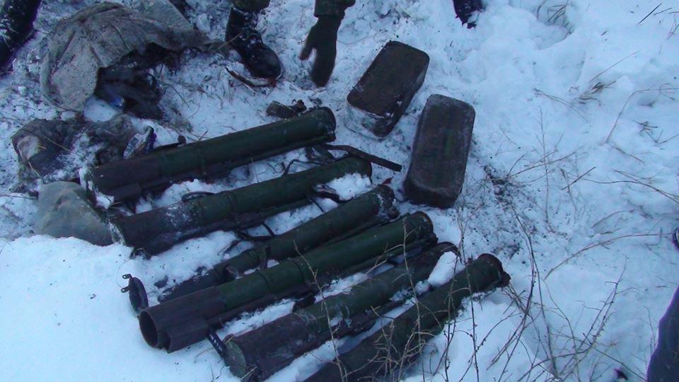 Шесть гранатометов и 2000 патронов: в Запорожье обнаружили тайник боеприпасов (ФОТО)