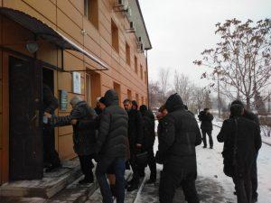 «Мы так просто дело с этими аферистами не оставим»:в Запорожье десятки людей пришли в офис «Місто для людей» (ФОТО, ВИДЕО)
