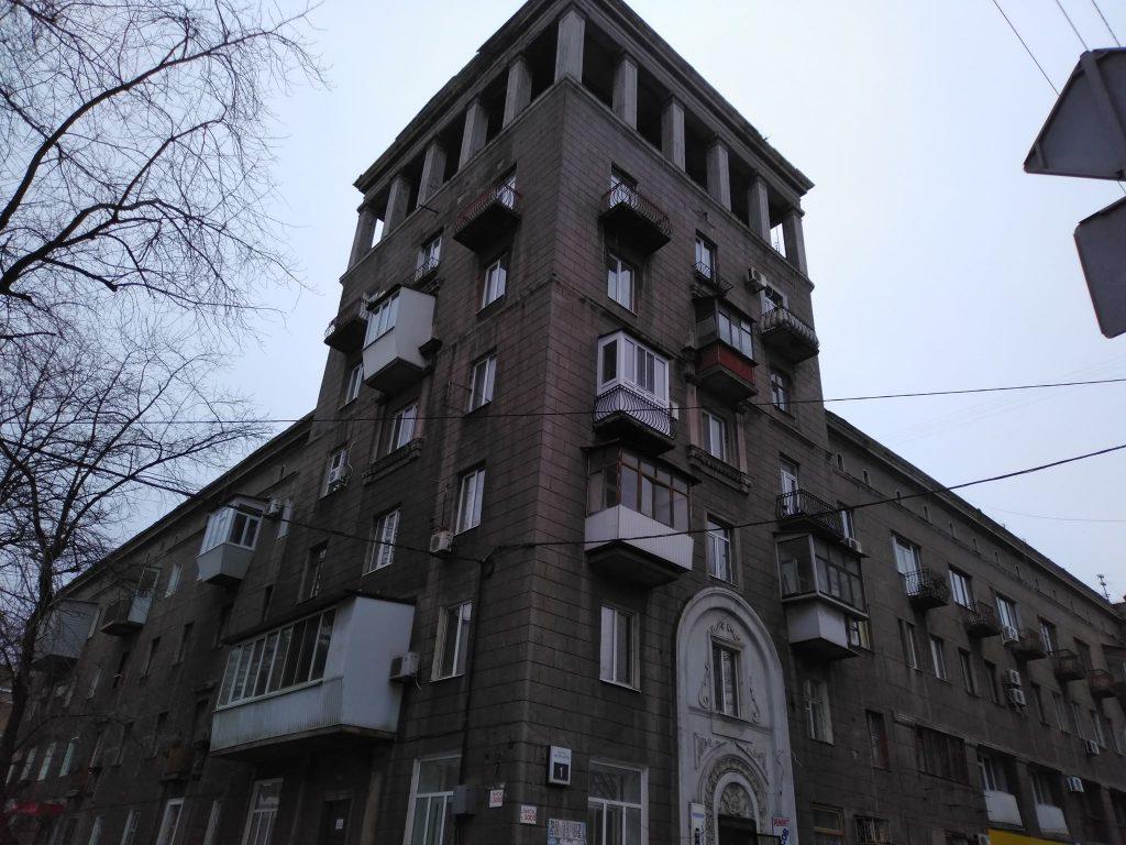 В Запорожье разрушается исторический дом с башней (ФОТО)
