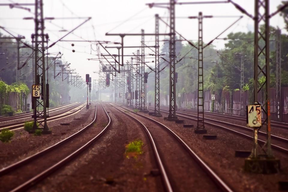 Под Запорожьем мужчину «под мухой» сбил поезд