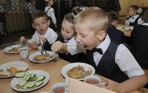В запорожские школы хотят вернуть бесплатное питание: плюсы и минусы решения