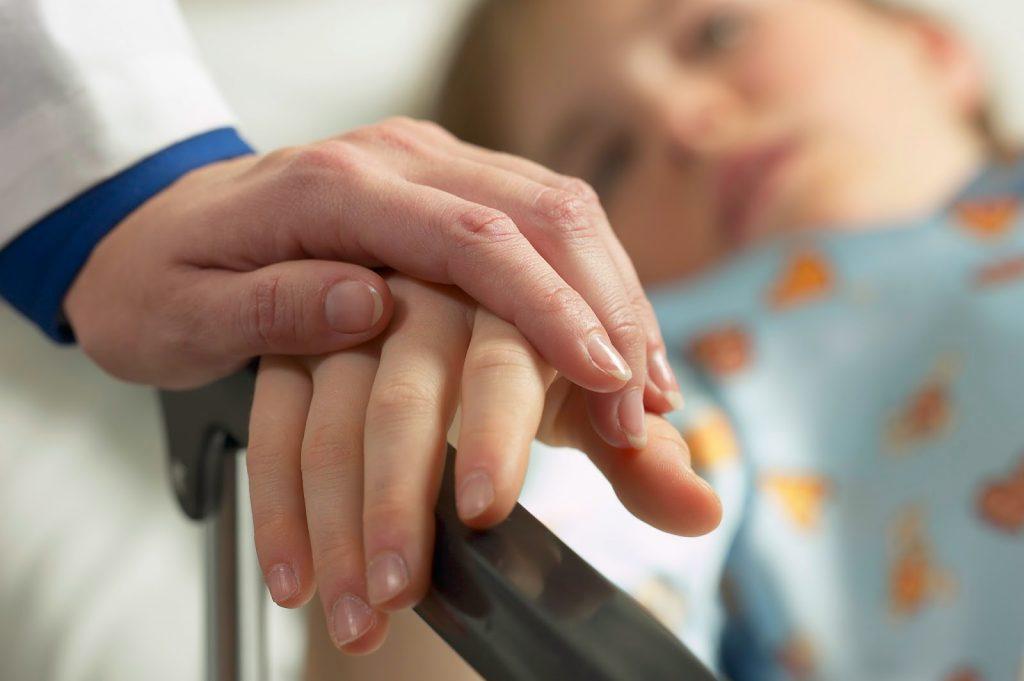 «Отвела здорового ребенка, забрала в больницу»: запорожанка об опасностях в школах