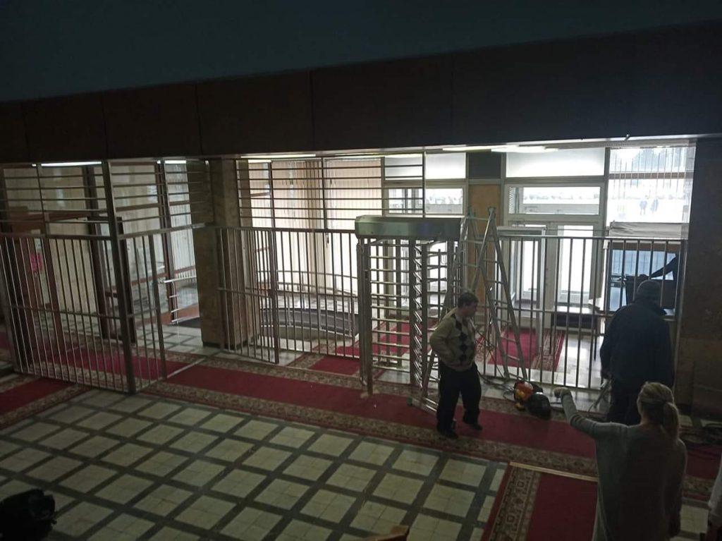 Зверинец, тюрьма и фальсификации: как запорожцы в сети обсуждают зарешеченную ОГА (ФОТО)
