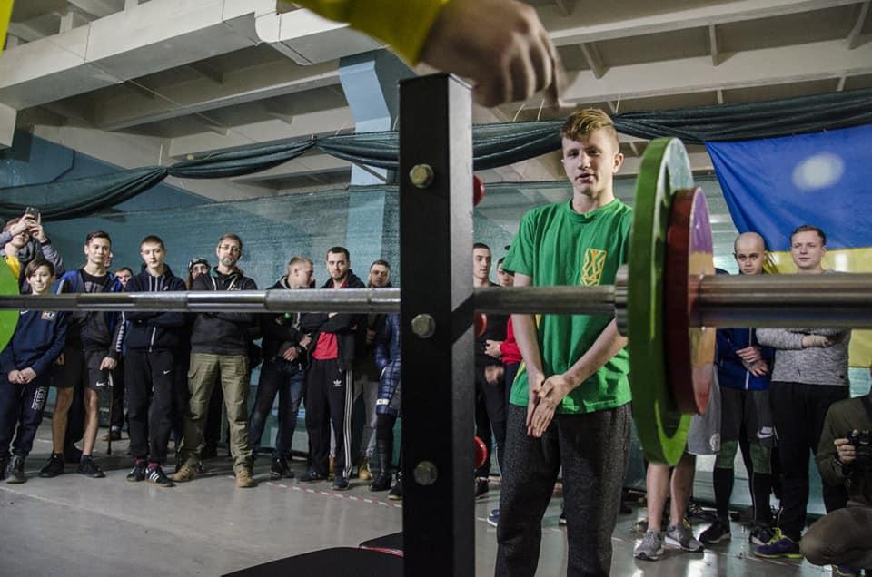 У Запоріжжі відбувся аматорський турнір з жиму лежачи (ФОТО)