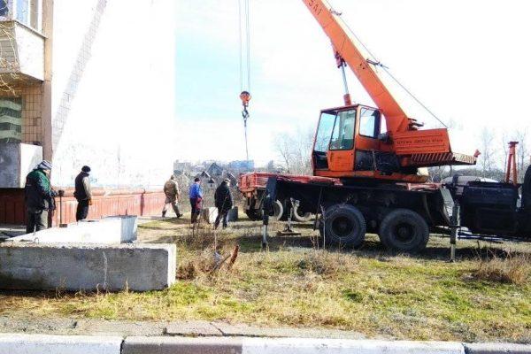 В двух метрах от балконов: в Запорожье на Песках возобновили строительство многоэтажки (ФОТО, ВИДЕО)
