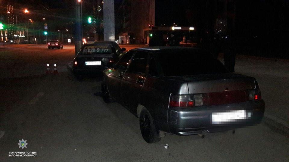 В Запорожье неадекватный мужчина ранил таксиста и попытался угнать авто (ФОТО)