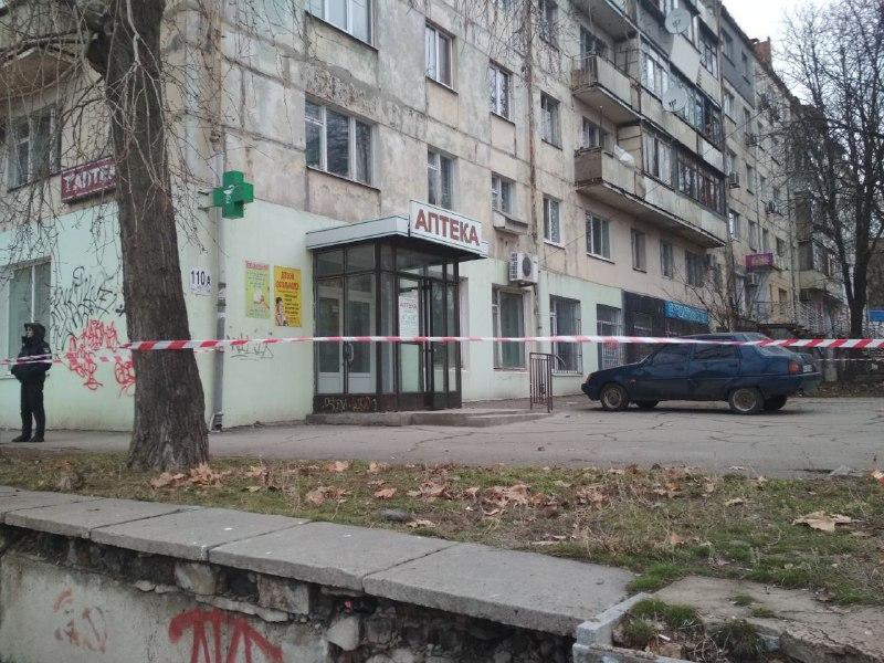В центре Запорожья «заминировали» две аптеки (ФОТО)